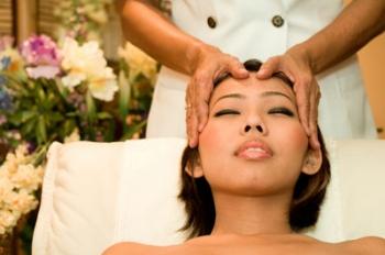 Индийский массаж головы