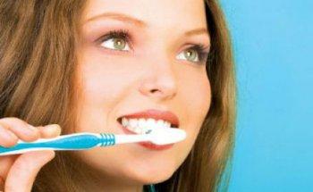 Очищение зубов